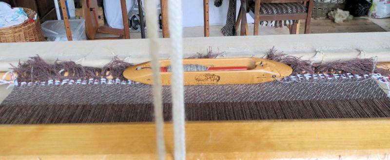 Undulating twill weave